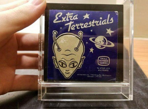 Картридж с поддельной игрой Extra Terrestrials для