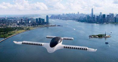 Немецкий стартап Lilium впервые испытал пятиместное летающее